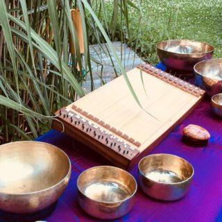 Klangmassage mit Kupferschalen und Accord-Zither